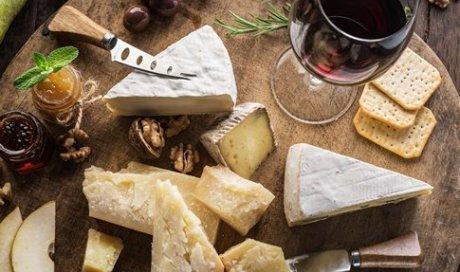 Épicerie italienne avec un large choix de fromage italien